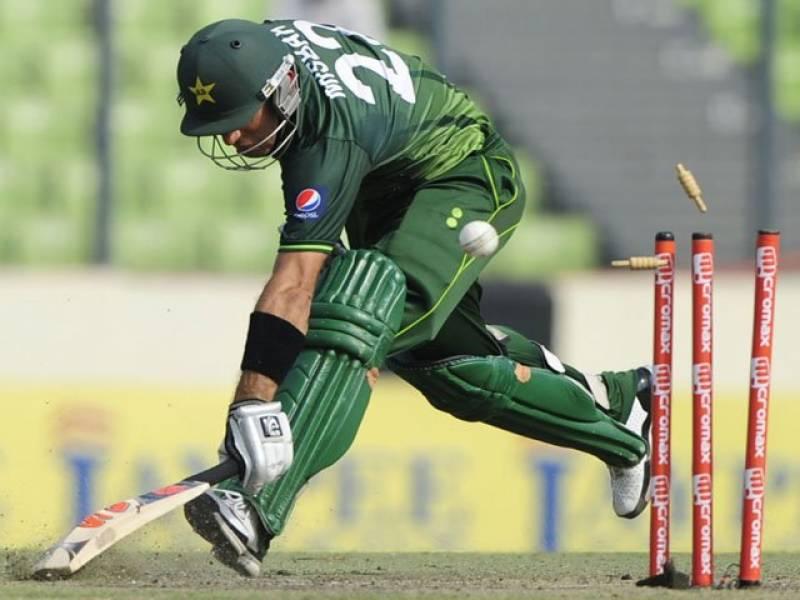 ایشین کرکٹ میں پاکستانی ٹیم کی بیٹنگ مشکلات کا شکار ہوگئی۔ کھلاڑیوں کی غیرذمہ دارانہ بیٹنگ کے باعث چار وکٹیں گنوالیں۔