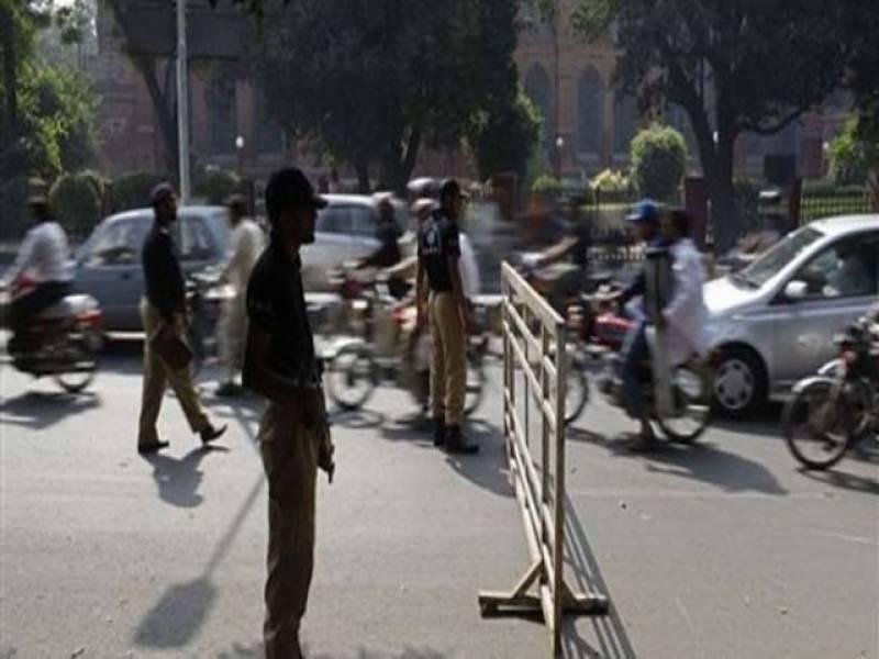 لاہور پولیس نے دہشتگردوں پر نظر رکھنے اور جرائم کی بیخ کنی کے لیے شہر کے داخلی اور خارجی راستوں پرسی سی ٹی وی کیمروں کی تنصیب کا عمل شروع کردیا۔