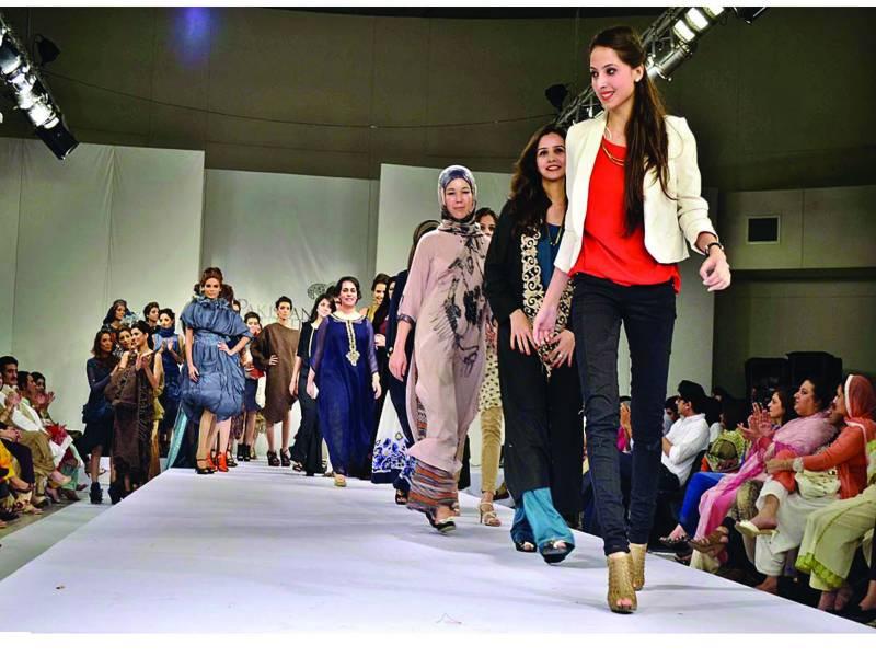 فیشن اینڈ ڈیزائننگ کے زیر اہتمام ماڈلز ملبوسات کی نمائش