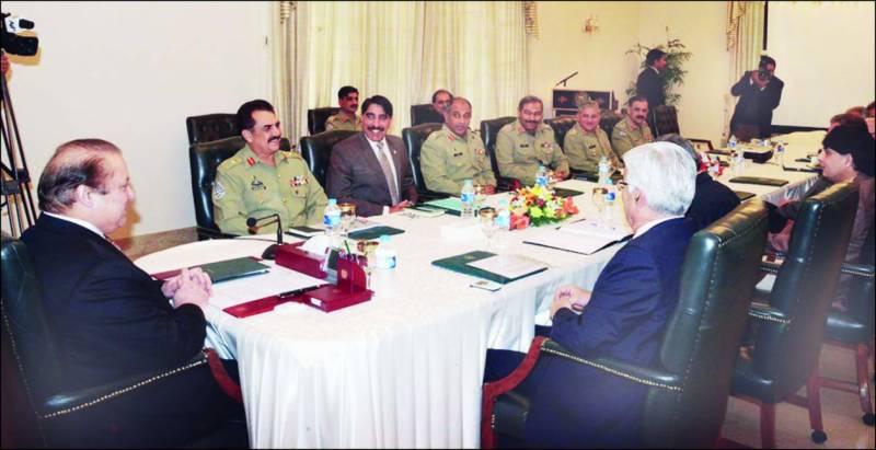 کوئٹہ: وزیر داخلہ چودھری نثار دھرنے کے شرکاء سے خطاب کر رہے ہیں، وزیر اطلاعات پرویز رشید اور عبدالخالق ہزارہ بھی موجود ہیں