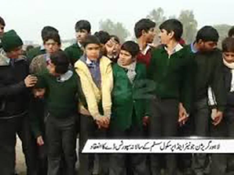سانحہ پشاورکےآٹھویں روز بھی متاثرہ اسکول میں شہید بچوں کے والدینطلبہ اور شہریوں کی آمد کاسلسلہ جاری ہےجہاں شہری شہیدوں کی تصاویر کےسامنے پھول رکھ رہےہیںاور شمعیں روشن کر کے یکجہتی اور عقیدت کا اظہار کر رہے ہیں امزید جانتے ہیں