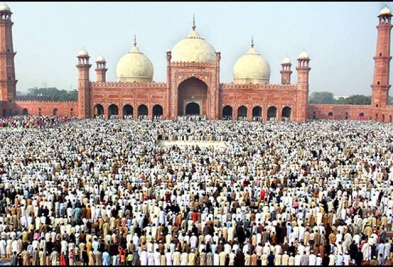 ملک بھر میں عیدالفطر مذہبی جوش و جذبے کے ساتھ منائی جارہی ہے