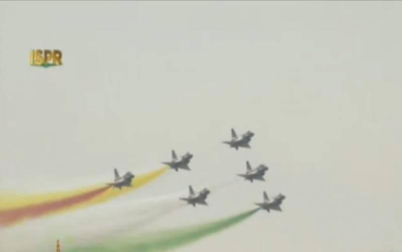 یوم پاکستان کی شاندار تقریب,پاک فضائیہ ،چین،ترکی کے طیاروں کا شاندار فلائی پاسٹ کا مظاہرہ
