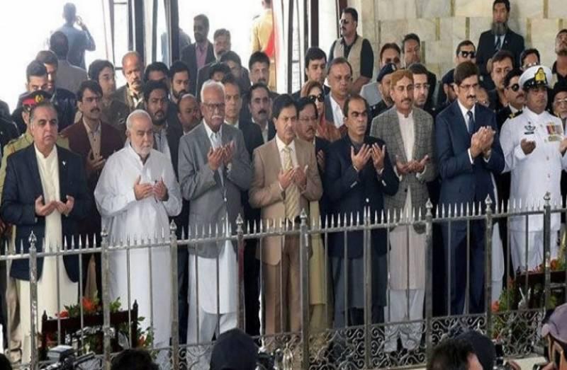 کراچی:گورنر، وزیراعلیٰ سندھ کی مزار قائد پر حاضری، فاتحہ خوانی