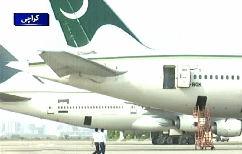 کراچی سےپشاورآنیوالی پروازپی کے305میں بم کی اطلاع