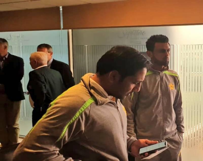 پاکستان کرکٹ ٹیم انگلینڈ پہنچ گئی