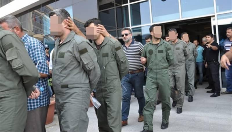 گولن تنظیم سے رابطوں کا شبہ، ترکی میں حاضر سروس 115 فوجی گرفتار