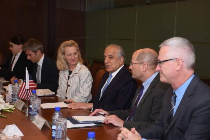 زلمے خلیل زاد کی قیادت میں امریکی وفد کے دفترخارجہ میں مذاکرات جاری