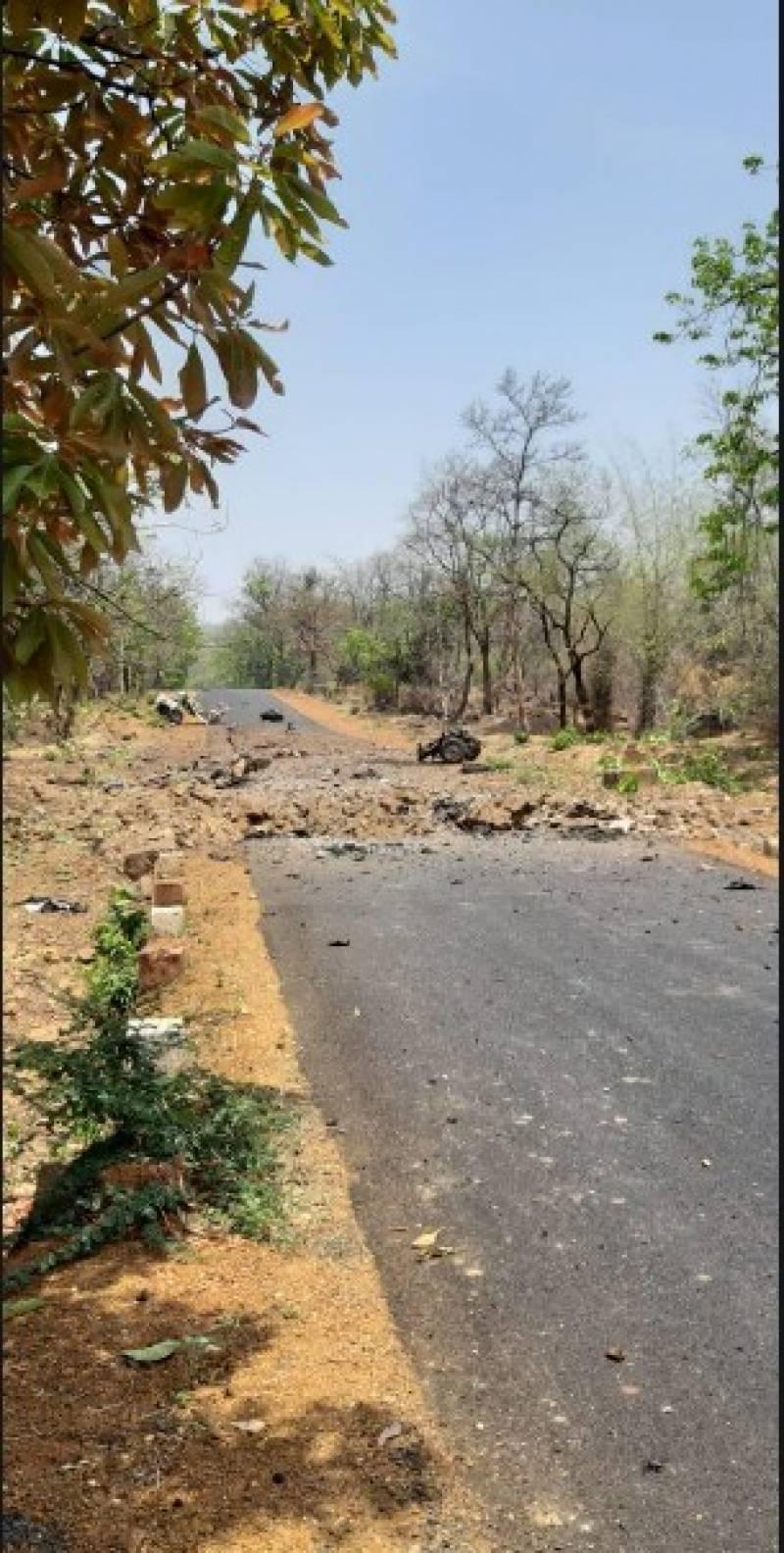 بھارت:مہاراشٹرامیں بھارتی فورسزکی گاڑی پرحملہ، 15 بھارتی کمانڈوز ہلاک:بھارتی میڈیا