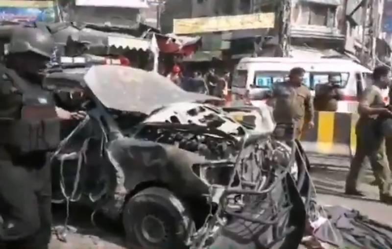 لاہور:داتا دربار کے باہر دھماکا,8افرادشہید،،متعددافرادزخمی