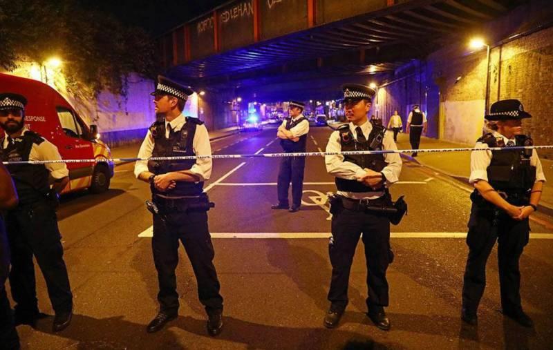 لندن: نماز تراویح کے دوران مسلح شخص کی مسجد میں فائرنگ