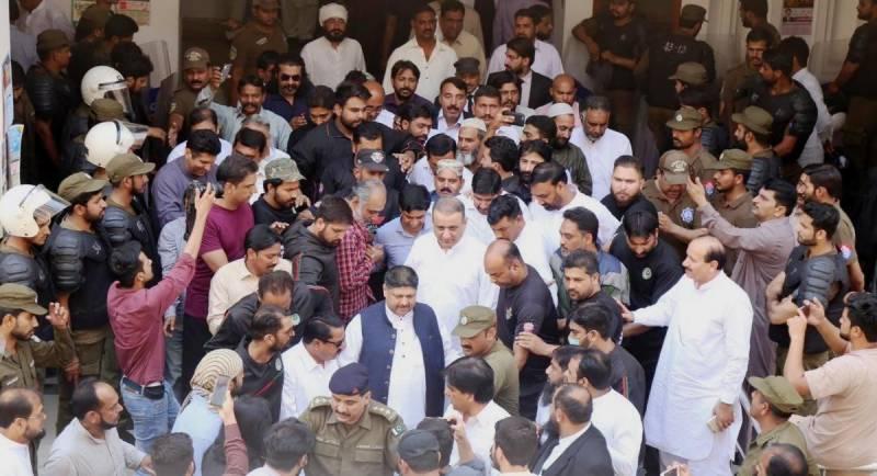 پی ٹی آئی کے رہنما علیم خان کے جوڈیشل ریمانڈ میں 27 مئی تک توسیع