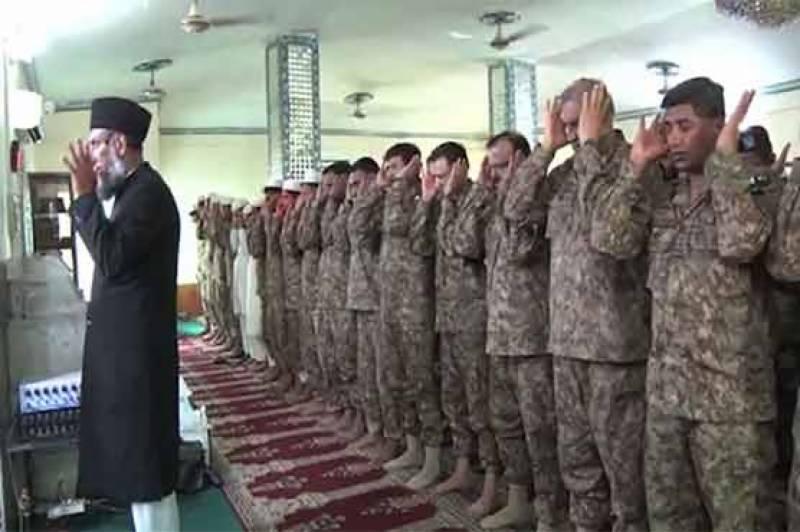 آرمی چیف جنرل قمرجاوید باجوہ کاکنٹرول لائن کے باغ سیکٹر کا دورہ ،فوجی جوانوں کے ساتھ عید منائی
