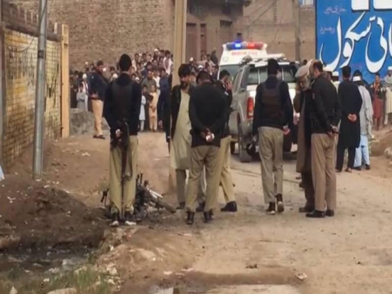 خیبرپختونخوا کے ضلع دیر بالا میں مسافر گاڑی کے قریب ریموٹ کنٹرول بم دھماکا، 6 افراد جاں بحق متعدد زخمی