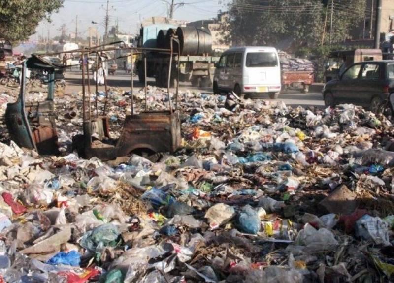 کراچی:میں گندگی اور کچرا بحران کی شکل اختیار کر گیا