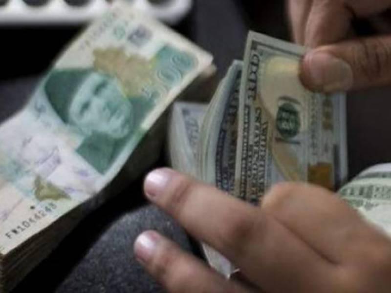سونا 400 روپے مہنگا جبکہ ڈالر کی قدر میں کمی