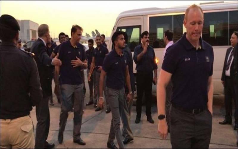 ٹی ٹوئنٹی میچز کی سیریز کیلئے سری لنکن کرکٹ ٹیم کراچی پہنچ گئی