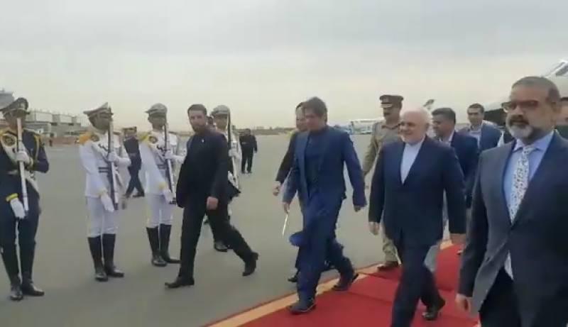 وزیراعظم عمران خان ایک روزہ سرکاری دورے پر تہران پہنچ گئے