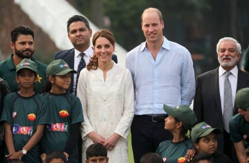 شاہی جوڑےکی نیشنل کرکٹ اکیڈمی آمد،کرکٹ بھی کھیلی