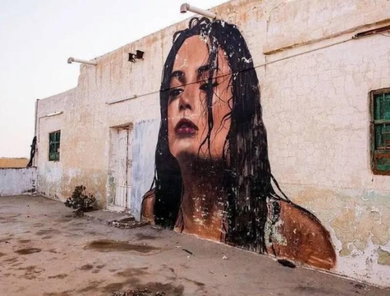 سعودی مصور نے ویران گھروں کو خوبصورت فن پاروں سے آباد کردیا