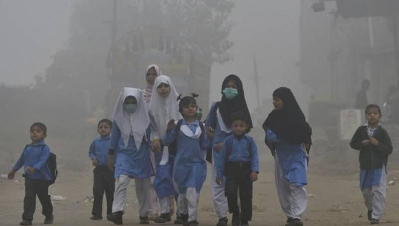 لاہور میں سموگ، رات ایئر کوالٹی انڈیکس 580 تک پہنچ گیا، شہر میں سکول بند