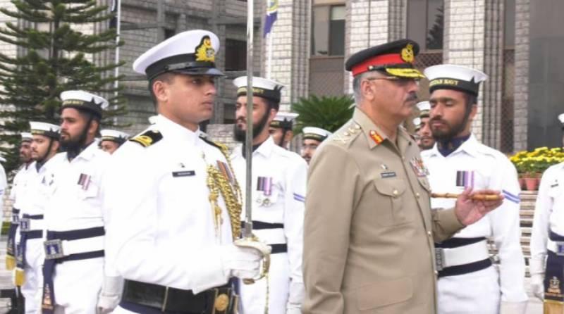 جنرل زبیر محمود حیات کی پاک بحریہ کے سربراہ سے الوداعی ملاقات