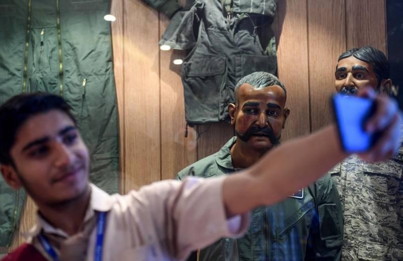 پاک فضائیہ کےمیوزیم میں ابھی نندن،چائے کا کپ اور تباہ بھارتی طیارہ