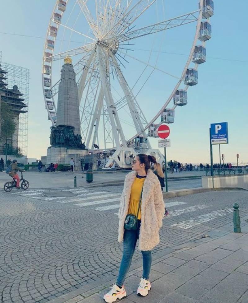 منال خان نے یورپ میں سیر سپاٹے کی تصاویر شیئر کردیں