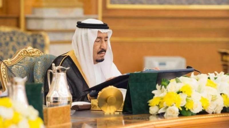 سعودی غوطہ خوروں کا سمندر کی گہرائیوں میں شاہ سلمان کی تخت نشینی کا جشن