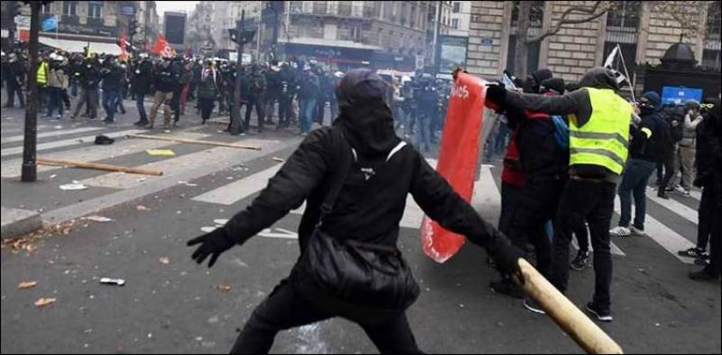 پنشن قوانین: فرانس ایک دفعہ پھرپر تشدد احتجاج کی زد میں