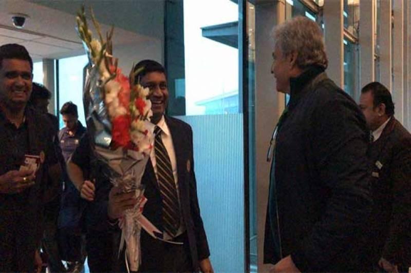 سری لنکن کرکٹ ٹیم ہیڈ کوچ مکی آرتھر کی سربراہی میں پاکستان پہنچ گئی