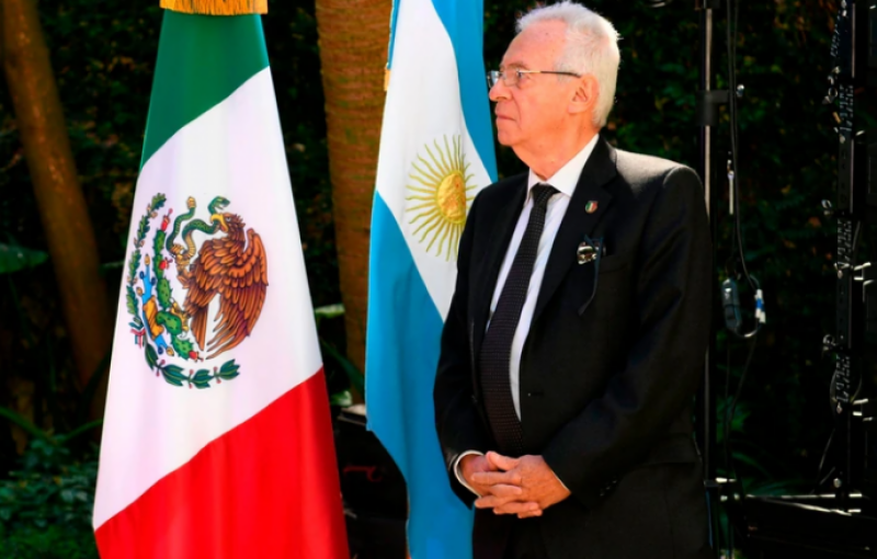 میکسیکن سفیر کتاب چوری کرتے پکڑے گئے