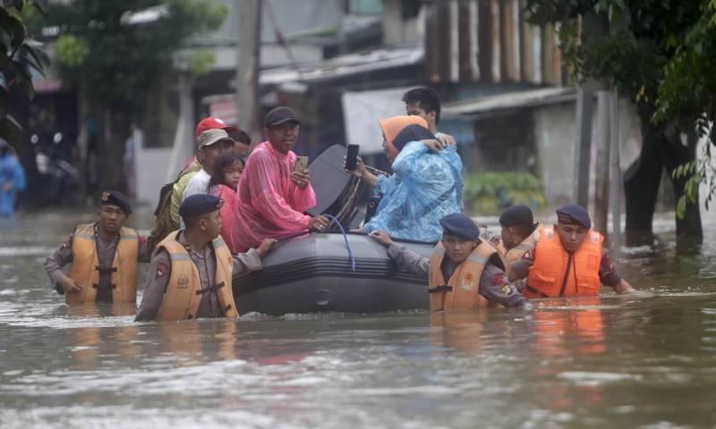 انڈونیشیا کے دارالحکومت جکارتہ کے مکینوں نے بارشوں اور سیلاب سے تباہی پرگورنر کے خلاف مقدمہ دائر کرا دیا