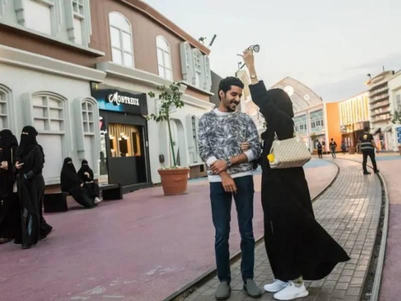 بدلتے سعودی عرب میں ریستوران اور کیفے تبدیلی کے رنگ بکھیرنے لگے