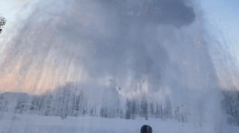 کینیڈا: یخ بستہ موسم نے اُبلتے ہوئے پانی کو بھی برف بناڈالا