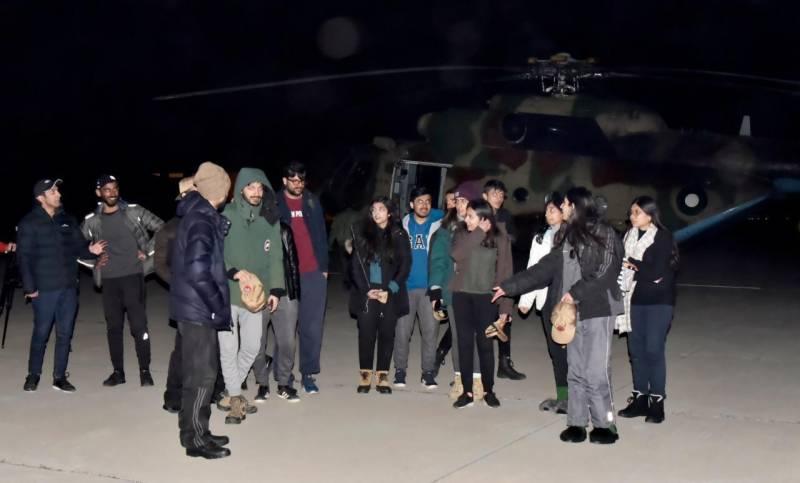 پاک فوج نےگلگت بلتستان میں5 روزسے پھنسے22طلباکوریسکیوکرلیا