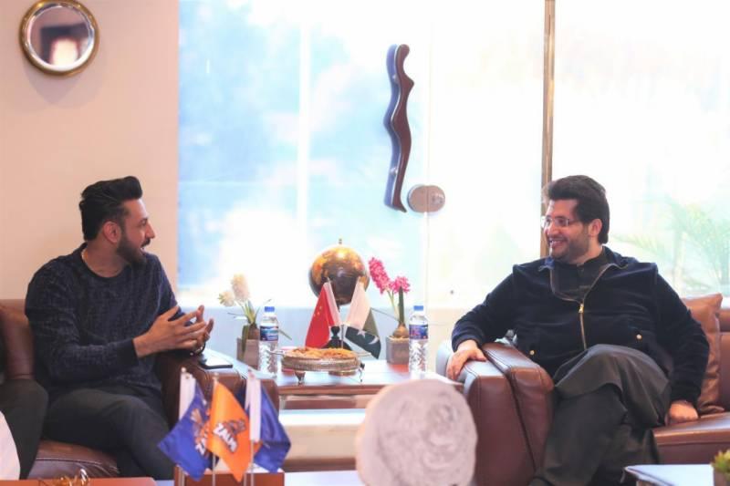 بھارتی گلوکار و اداکار گپی گریوال کے ساتھ اچھی ملاقات رہی۔ انہیں پاکستان میں خوش آمدید کہتے ہیں:جاوید آفریدی