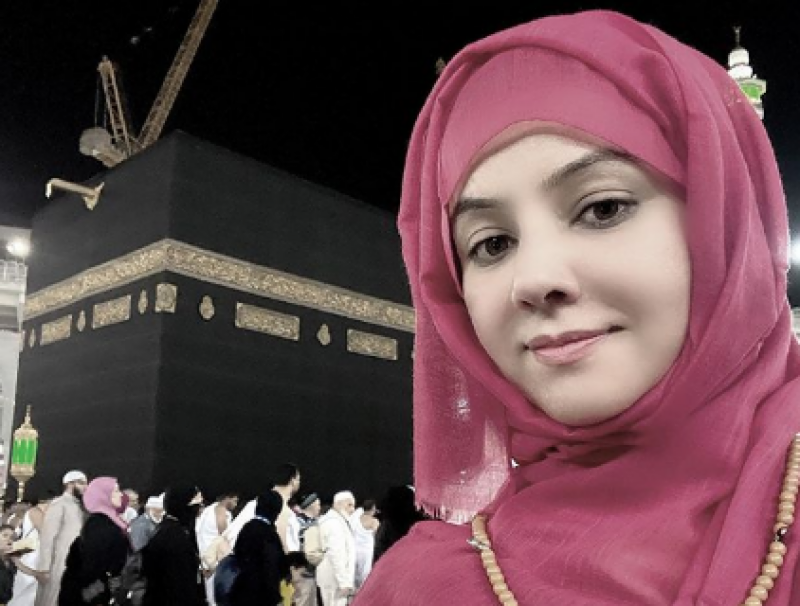 رابی پیرزادہ نے عمرہ اور مقدس مقامات کی تصاویر شیئر کردیں