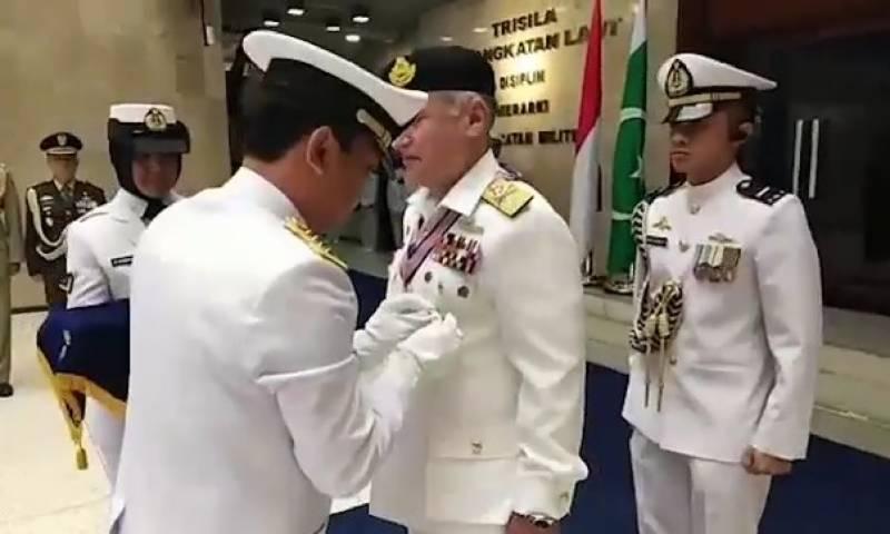 پاک بحریہ کے سربراہ ظفر محمود عباسی کا انڈونیشیا کا سرکاری دورہ ,نیول چیف کو اعلیٰ ترین تمغے کی تفویض