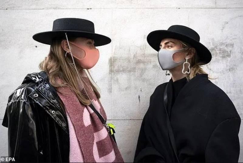 لندن فیشن ویک میں کورونا وائرس کی بازگشت,فیشن منچلوں کی ڈیزائنرز ماسک پہن کر شرکت