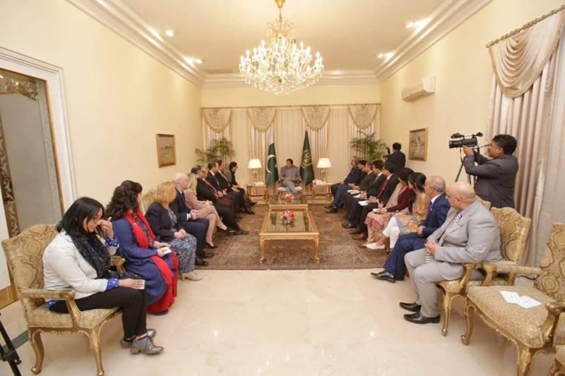 عالمی برادری کشمیر کے حل کے لیے بھارت پر دباؤ ڈالے: وزیراعظم عمران خان
