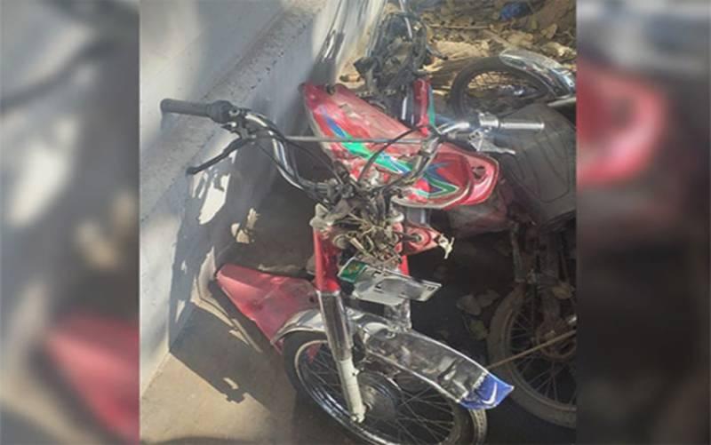 لاہور: بھاٹی گیٹ کے قریب ٹرک کی موٹرسائیکل کو ٹکر، 3 لڑکے جاں بحق