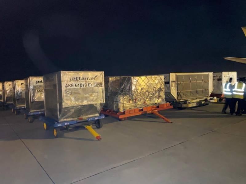 یو اے ای سے امدادی سامان لے کر خصوصی طیارہ پاکستان پہنچ گیا