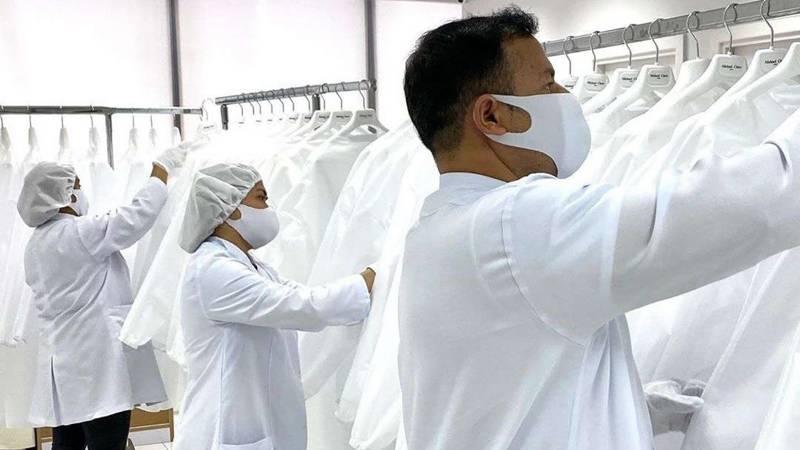 دبئی : فلپینی ڈریس ڈیزائنر کرونا سے حفاظت کے ملبوسات تیار کرے گا