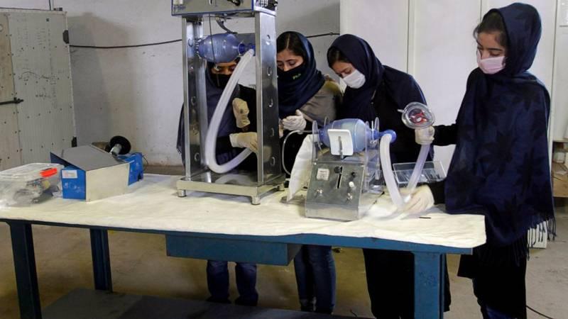 کورونا وائرس،افغان لڑکیوں کے ایک گروپ نے گاڑیوں کے پرزوں سے سستے وینٹیلیٹر بنا نا شروع کر دیئے