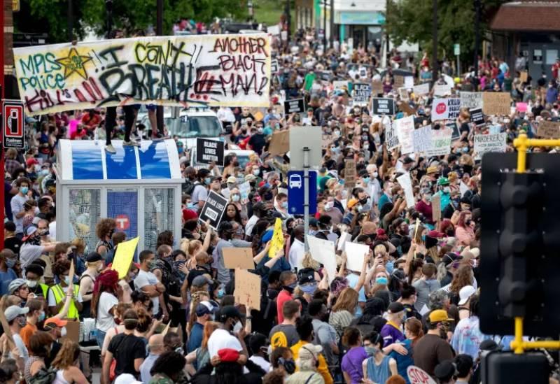 امریکا: سیاہ فام شہری کی ہلاکت پر ہنگامے، لاس اینجلس سمیت 13 شہروں میں کرفیو نافذ