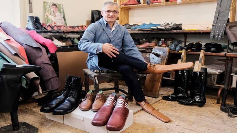 سماجی فاصلہ برقرار رکھنے کیلئے جوتے تیار