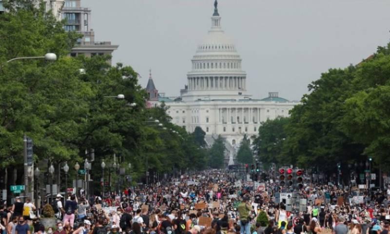 امریکہ:میئرواشنگٹن بھی مظاہروں میں شریک، ملزمان کیخلاف کارروائی پر درجنوں پولیس اہلکارمستعفی