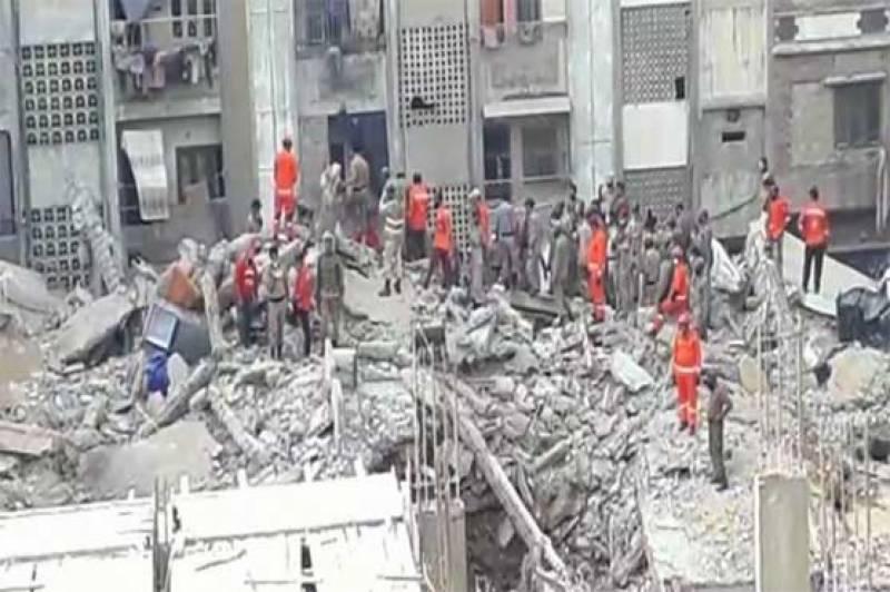کراچی: 5 منزلہ مخدوش عمارت زمیں بوس، 2 افراد جاں بحق ، 13 زخمی