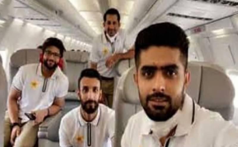 پاکستانی کرکٹ ٹیم کا بیس رکنی دستہ انگلینڈ پہنچ گیا
